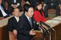 党首討論に立つ野田代表(総理)