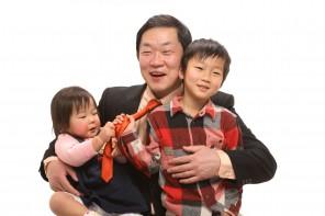 橘議員は2児の父でもある。