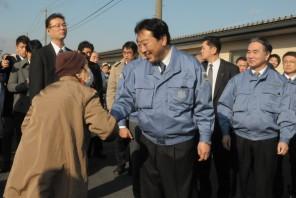 野田総理仮設住宅を視察