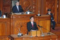 衆院本会議で第4次補正予算に賛成討論する若泉議員