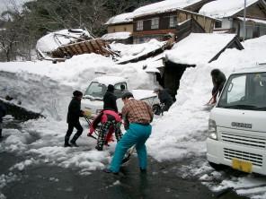 党兵庫県連が除雪ボランティア活動
