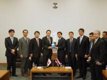 鳩山最高顧問、アピシット・タイ前首相による会談