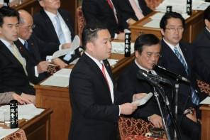 賛成討論に立つ橋本博明議員