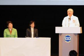 連合国際女性デー中央集会であいさつする古賀会長