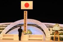 追悼式で式辞を述べる野田総理