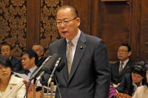 参院予算委員会集中審議で質問に立った川上義博議員