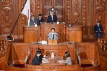 決議案提出者の小平忠正議院運営委員長が趣旨弁明