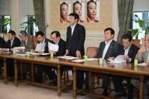 九州北部豪雨災害対策本部会合であいさつする樽床幹事長…