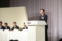 再選を受けあいさつする野田代表