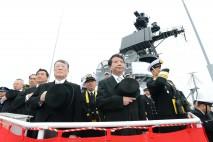 自衛艦各艦を観閲する野田総理