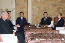 党首会談に臨む3党の代表・総裁