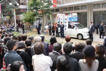 高松市内で街頭演説を行う
