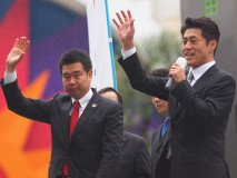 JR蒲田駅前で街頭演説する細野政調会長と藤田東京4区…