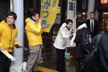 街頭演説をする蓮舫国民運動委員長と長妻元厚労大臣