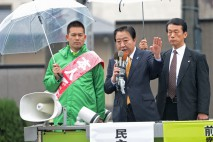 大西健介総支部長とともにマイクを握る野田代表