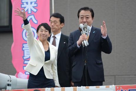 豊明市で山尾志桜里・愛知7区総支部長とともにマイクを…