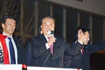 小雪が舞う新潟市で街頭演説する野田代表