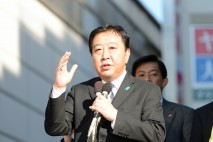 経堂駅前で演説する野田代表