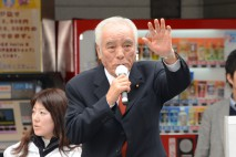 石井副代表が芦屋駅前で訴える