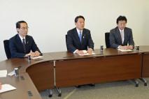 対策本部会合であいさつする海江田代表