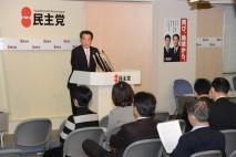 政治改革推進本部総会であいさつする岡田本部長