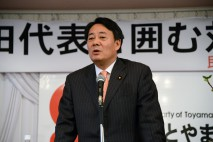党員・サポーターとの対話集会であいさつする海江田代表