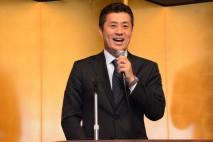 県連パーティーであいさつする細野幹事長