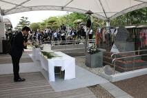 細野幹事長、水俣病犠牲者慰霊式に出席