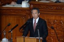 衆院本会議で質問に立つ吉田泉議員