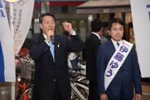 駅頭で訴える海江田代表と伊藤都議