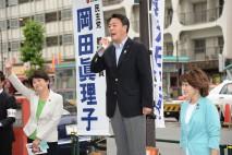 勝どき駅前で街頭演説会を行う海江田代表と岡田真理子都…
