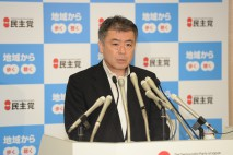 会見に臨む櫻井政調会長