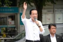 中野駅前の演説で訴える菅最高顧問