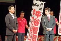 福山哲郎参院議員(左)と中谷智司参院議員(右)