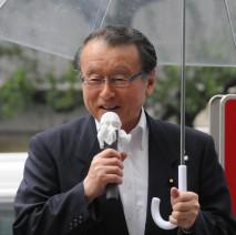 水天宮前で演説を行う中川正春幹事長代行