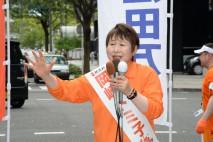 再選に向けて支持を訴える岡崎候補