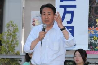 松戸駅前で訴える海江田代表