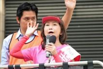 名鉄岐阜駅前で訴える吉田りえ候補