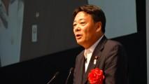 自治労大会であいさつする海江田代表