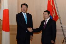 アルタンホヤグ首相との会談に臨む海江田代表