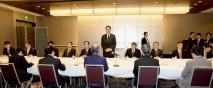 連合との懇談会であいさつする海江田代表