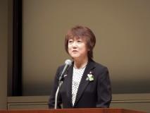 連合中央女性集会であいさつする郡和子・党女性委員長