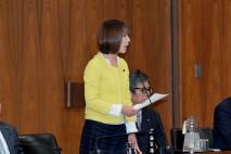 反対討論に立つ菊田議員