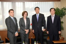 イスラエル大使と会談する海江田代表