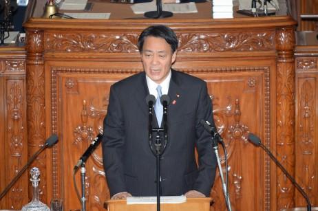 内閣不信任決議案の趣旨説明を行う海江田万里代表