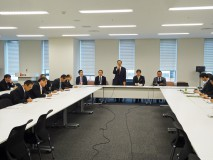 福島復興推進会議であいさつする大畠幹事長