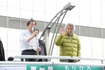 上野で街頭演説をする細川もりひろ候補と小泉元総理