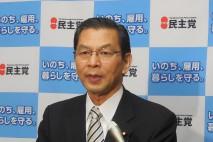 記者団の質問に答える大畠幹事長