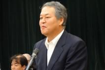 あいさつに立つ柳田稔企業団体対策委員長