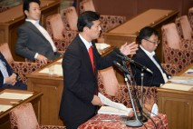 与党案提出者に質問する民主党の後藤雄一議員